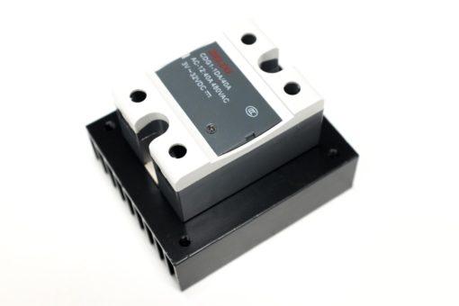 dissipateur de chaleur avec relais statique